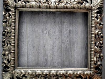 Akantový řezbovaný rám pohled