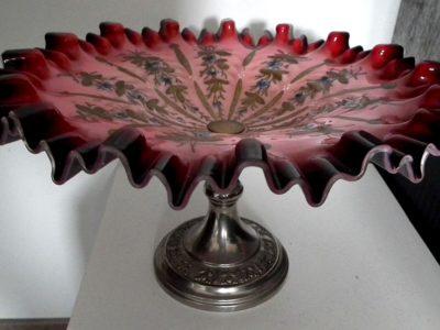 Nástolec - červené malované prolamované sklo