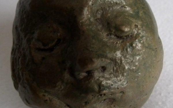 Purkrábková Hana: Spící hlava. Bronz.